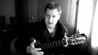учу играть на семиструнной гитаре