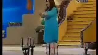 Salman Khan and his mother in Farah Khan show Tere mere beach mein