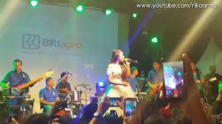 Via vallen asal kau bahagia gor tri lomba juang Semarang mei 2017