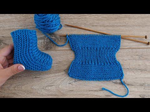 Связать спицами маленькие носочки