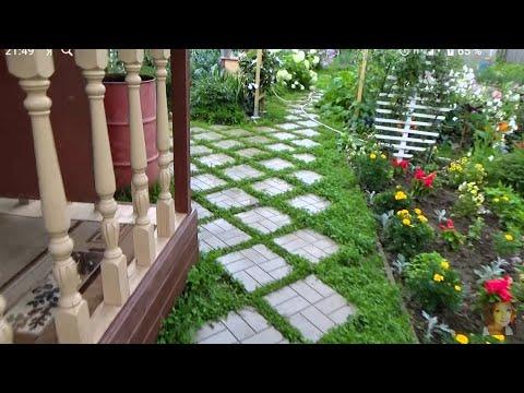 Уложила 120 штук тротуарной плитки 40х40. Садовая дорожка диагональным узором.