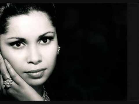 La chanteuse Algérienne Noura ( Mektoub Aliya N'Walaf ) 3