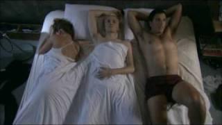 שלושה במיטה אחת - תמיד אותו חלום