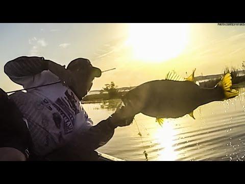 Bed Bass On Jerkbaits! Crochet Spawn Fishing Tips