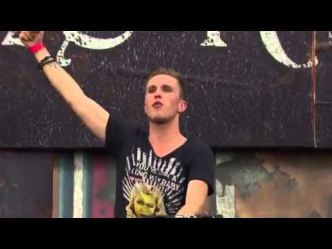Alesso & Calvin Harris feat  Theo Hutchcraft   Under Control Nicky Romero Live @ TomorrowWorld 2013