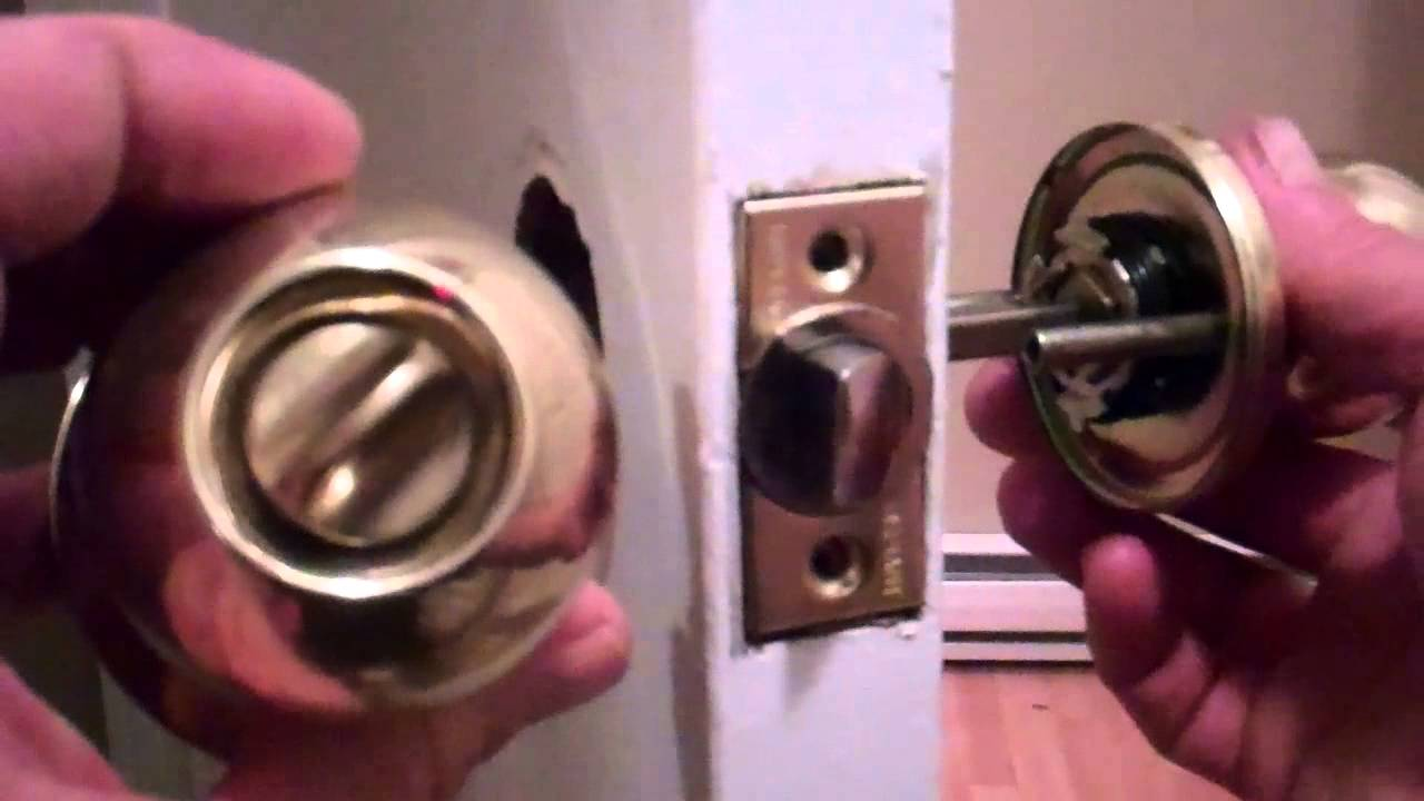Removing an old door knob and installing a new one - YouTube