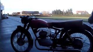 running a parilla 125 sport 1957 at mcmoto.be