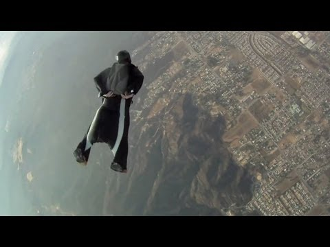 How to Fly a Wingsuit