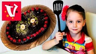 сюрприз маме на 8 марта. делаем торт из вафельных коржей и шоколадной глазури, сгущенки, бананов