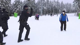 video: Watch: German police chase daytrippers off ski resort slopes as they enforce local coronavirus restrictions