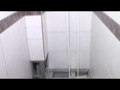 Разборный короб из плитки в туалете.
