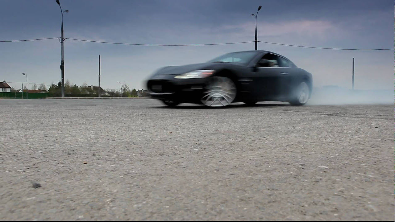 Maserati Granturismo drifting