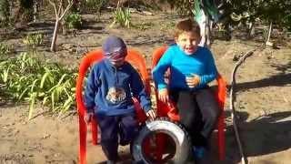 Копия видео попугай из покрышки(, 2014-10-09T15:56:13.000Z)