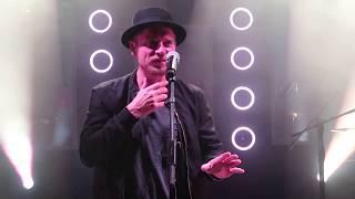 Johannes Oerding und das Publikumer Alkohol-Medley (live in Leipzig)