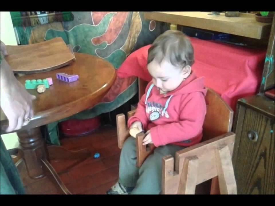 Silla de comer para beb youtube for Silla de bebe de madera