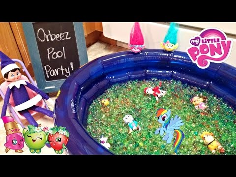Purple Elf on the Shelf - Orbeez Pool Party Surprise Toys Bath - Day 21