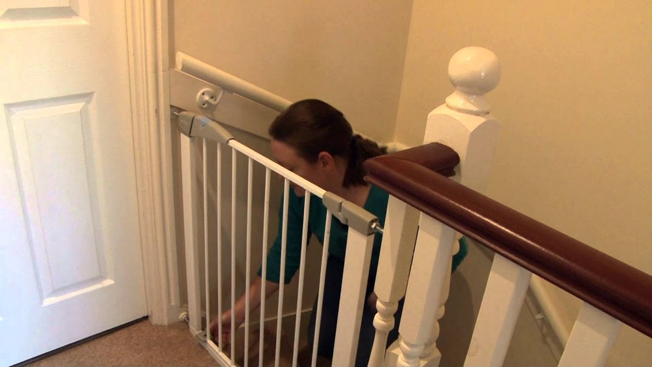 Lindam Pressure Fit Stair Gate   Customer Review Video | Naomi BabySecurity