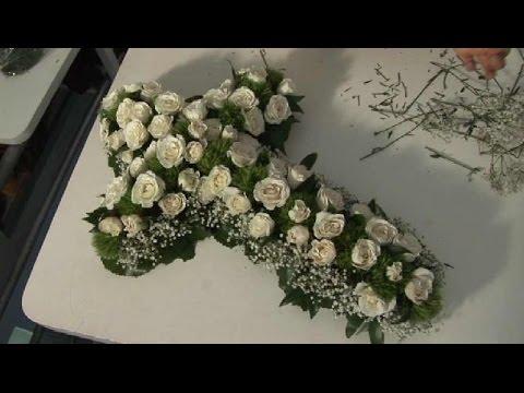 Como hacer arreglos florales artificiales para dia de for Como hacer adornos con plantas naturales