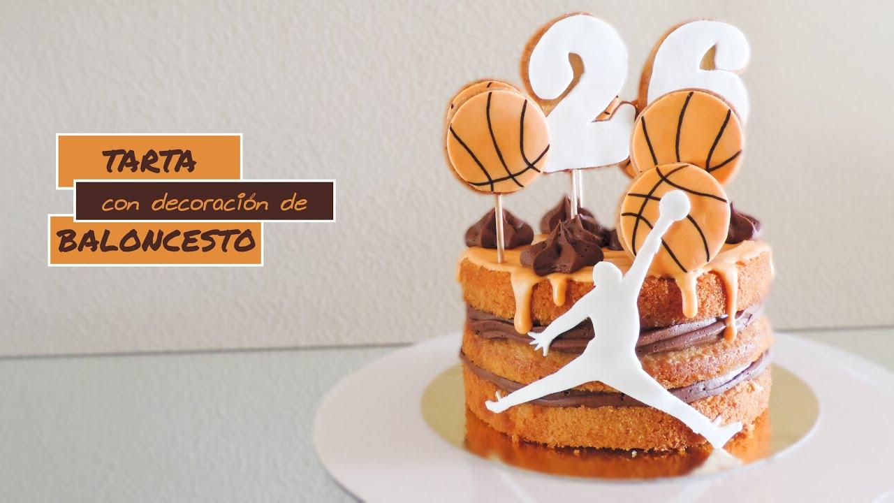 Tarta con decoración de baloncesto