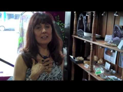 """How to match your crystals with your chakras P1 - AURA SHOP Weekly """"Gem"""" 3"""