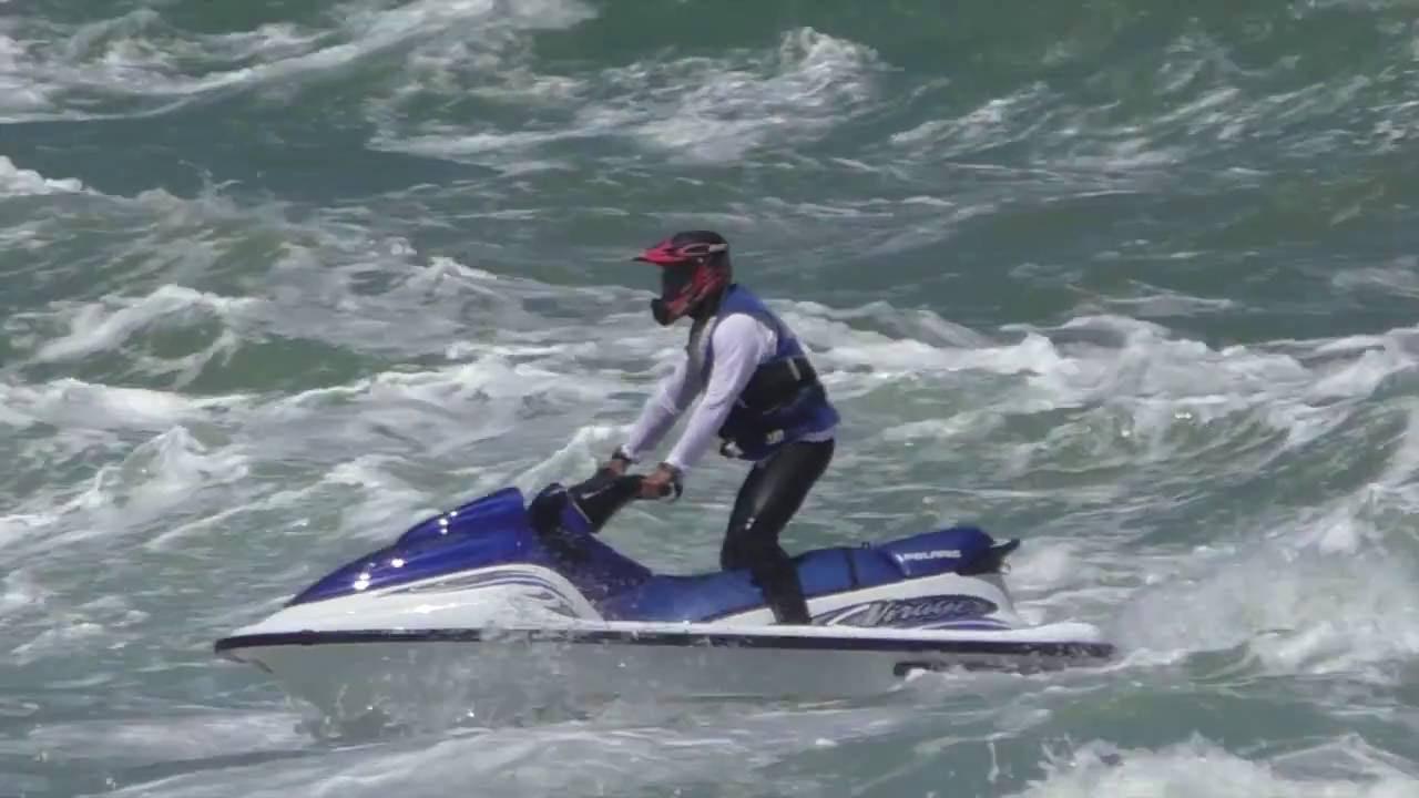 Moto d'acqua jet ski con mare mosso - YouTube