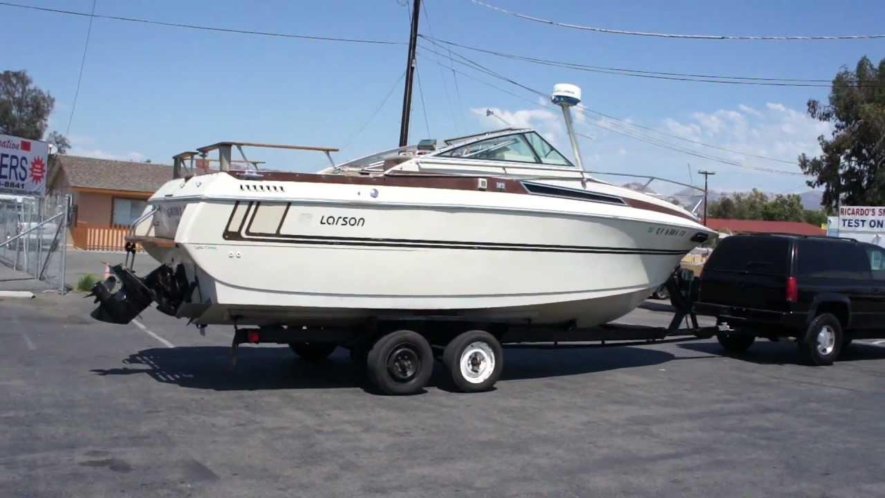 Larson cabin cruiser fishing or camping boat cabrio 290 for Fish camping boat