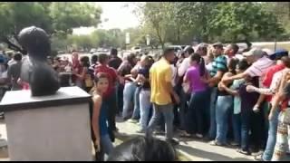 #Yolocubro Caos en farmacia de Bararida de #Barquisimeto por venta de productos regulados