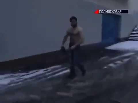 Жестокая драка один чеченец против толпы русских скинов