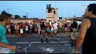 Moradores do Bom Tempo realizam protesto na BR 101