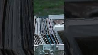 Yo ya les hubiera aventado mis discos de cuando fui emo. #ShaunOfTheDead