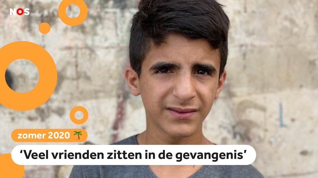 Abdulrahman (14) demonstreert in Libanon