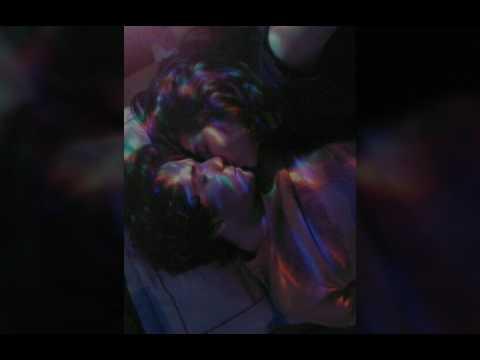 2 chicas en el bus besandose a lo loco delante de sus amigos Part 2 2