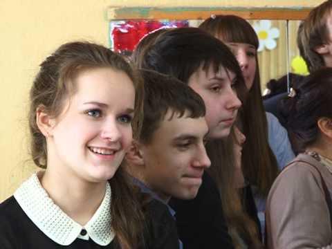 фото школьниц под юбкой