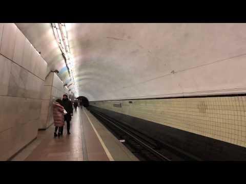 Станция метро «Лубянка» у Никольской улицы и ЦДМ