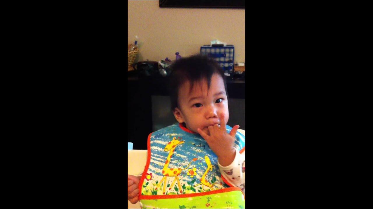 Head Dancing Infant 搖頭晃腦的小人 - YouTube