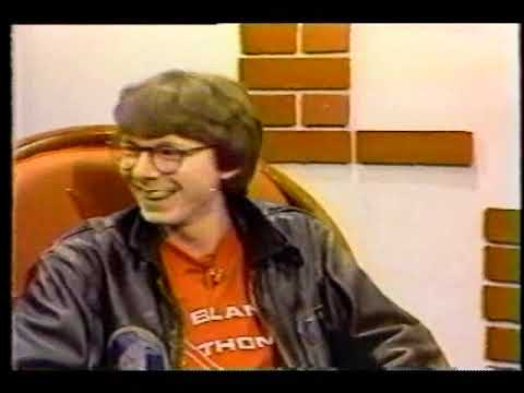 R.E.M. 1983 - 'Video Music Channel' (John Gradick Interview with Buck & Mills)