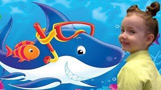 Big Shark in Real Life! UT kids at the Aquarium. Sea animals for kids