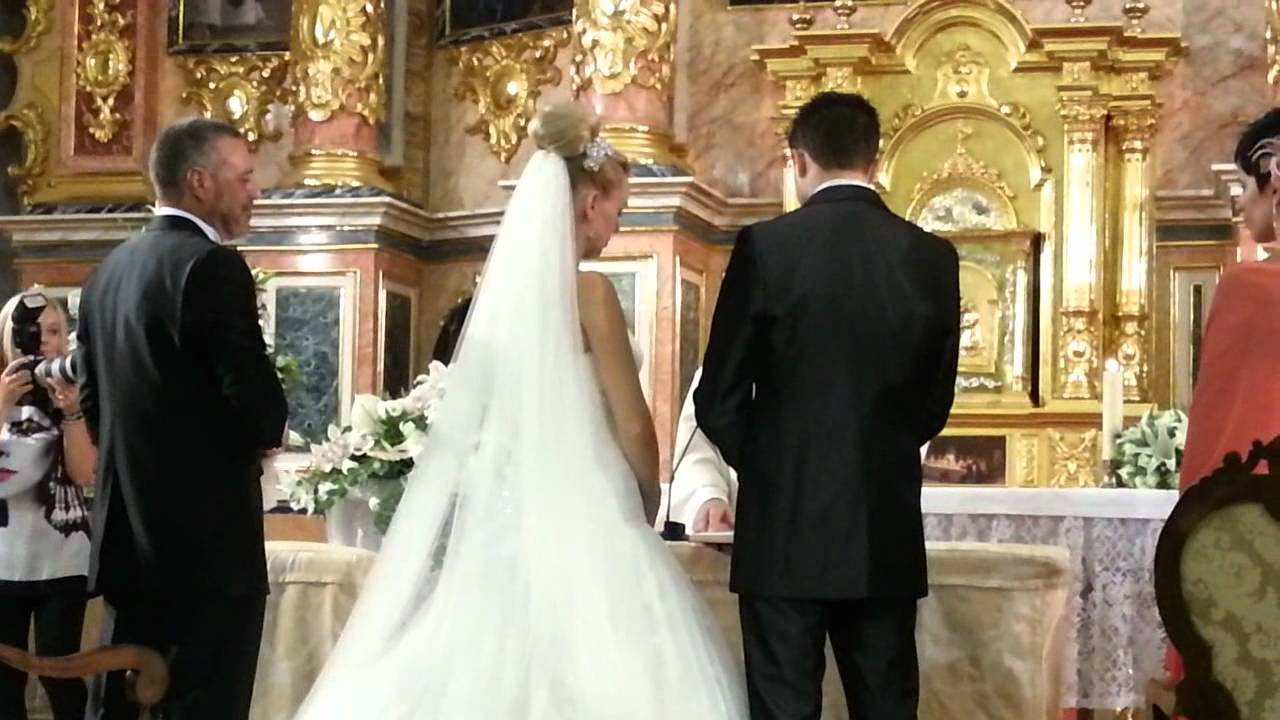 Matrimonio Catolico Vs Matrimonio Cristiano : Entrega de arras en la iglesia boda ester y diego
