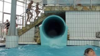 Onride-video der black hole riesenrutsche im aquatoll neckarsulm.mehr infos und bilder zum neckarsulm gibt es unter http://www.rutscherlebnis.de/sch...