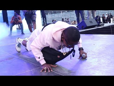 Download Toyin Abraham calls Small Doctor to the stage as he prostrate for Agege people at his concert