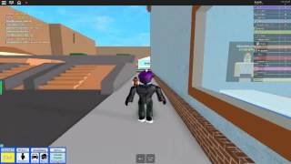 How to glitch into people houses in roblox high school ENJOY!
