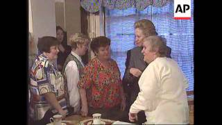 UK: NORTHERN IRELAND: HILLARY CLINTON MEETS BELFAST WOMEN