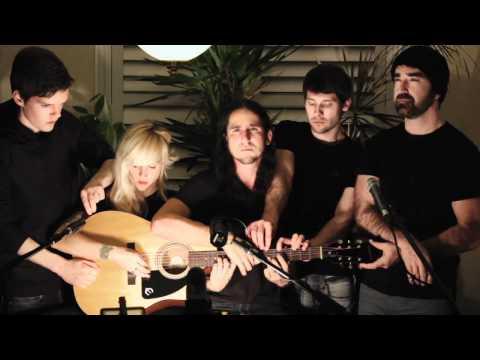 5 человек на одной гитаре