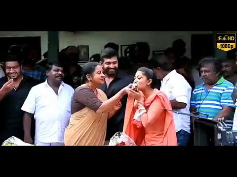 Raadhika Sarathkumar அறிமுகி 43வருடம் நிறைவை ஒட்டி Cake வெட்டி கொண்டாட்டம்..! | Latest News | Tamil