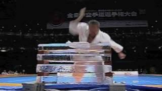 新極真会主催の第42回全日本大会での奥村幸一師範による特別演武です。