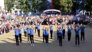 массовый танец 1 сентября с полотнами (моя Россия,моя Страна)