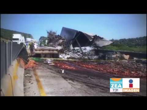 Dos personas mueren calcinadas al chocar en carretera de Querétaro | Noticais con Francisco Zea