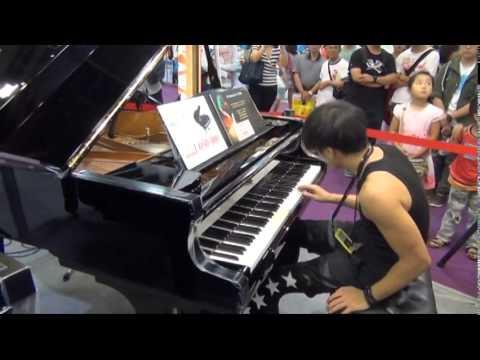 台北最屌男人(黑男)的鋼琴即興獨奏