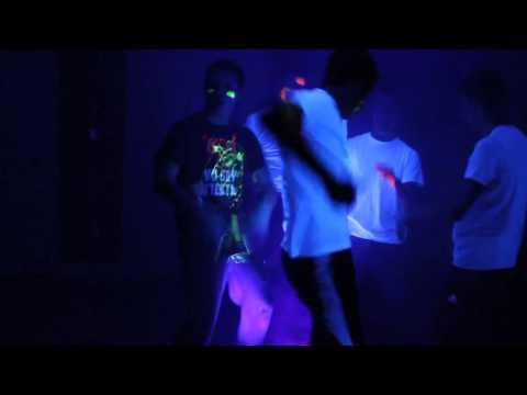 Boy Dance Party SNL REMAKE 03:00 Mins  Visto 158 veces - Agregado