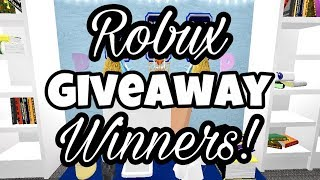 CHOOSING AND ANNOUNCING THE 300 ROBUX GIVEAWAY WINNERS | Roblox Giveaway | Roblox